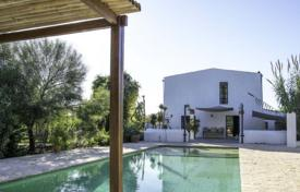 Property to rent in Santa Gertrudis de Fruitera. Villa with a pool, a sitting area and a garden in Santa Gertrudis de Fruitera, Ibiza, Spain