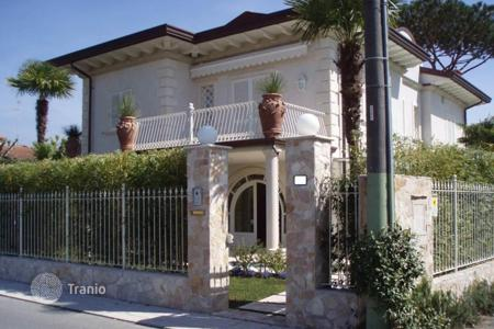 5 bedroom houses for sale in Lucca. Part of the new villa for 2 families with a garden in the center of Forte dei Marmi, a few steps from the beach, in Tuscany, Italy