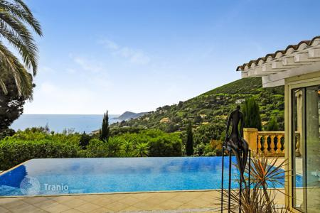 3 bedroom villas and houses to rent in Côte d'Azur (French Riviera). Villa Escalet Beach