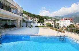 Houses with pools by the sea for sale in Budva (city). Exclusive family villa with a pool in the centre of Budva