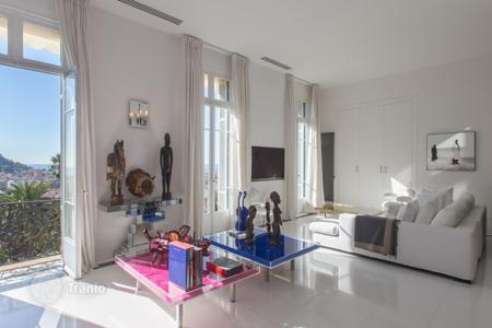 Property for sale in Nice. Spacious apartment in Nice, France. Residence with a park and a garage, panoramic view of the sea and the city, the district of Cimiez