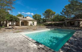 Houses with pools for sale in Pugey. Close to Lourmarin — Stylish villa