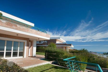 Coastal houses for sale in Europe. Villas with sea views, garden and patio in a new residence in Soverato, 5 min from the beach. Kitchen set and air conditioner as a present!