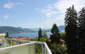 Property for sale in Piedmont. Maggiore lake, Baveno. A 3-bedroom apartment with lake view