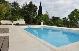 Coastal houses for sale in Antibes. ANTIBES, ROI SOLEIL, FANSTATIC HOUSE WITH SEA VIEW AND SWIMMING POOL