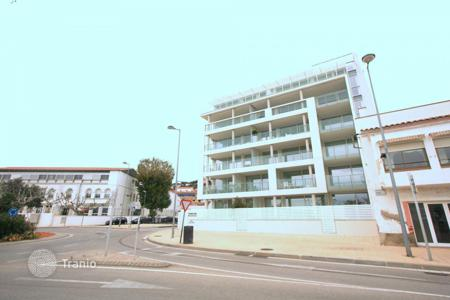 Property for sale in Roses. Beautiful apartment with large loggia and amazing sea view in Roses