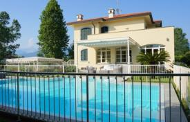 6 bedroom villas and houses by the sea to rent in Tuscany. Villa – Forte dei Marmi, Tuscany, Italy