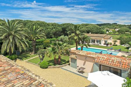 4 bedroom villas and houses to rent in Saint-Tropez. Beautiful renovated house Saint Tropez