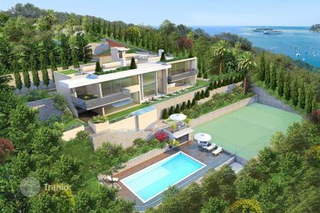 Houses with pools by the sea for sale in Côte d'Azur (French Riviera). FOR SALE BEAUTIFUL NEW CONTEMPORY HOUSE IN THE FABULOUS BAY ST JEAN CAP FERRAT