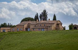 Villas and houses for rent with swimming pools in Buonconvento. Villa di Montesoli
