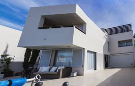 Houses with pools for sale in Chayofa. Villa – Chayofa, Canary Islands, Spain
