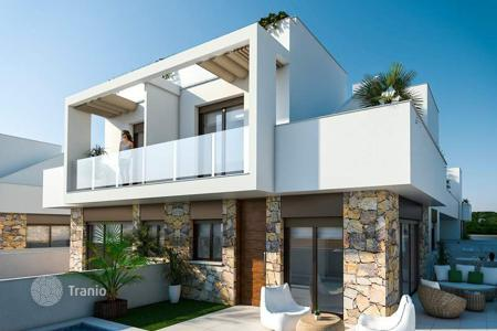 Townhouses for sale in Cabo Roig. 3 bedroom townhouses with private pool and big terraces and private solarium with summer kitchen in Cabo Roig, Orihuela Costa