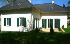Houses for sale in Vienna. Villa in the French country style in a suburb of Vienna