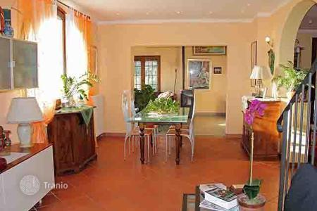 2 bedroom houses for sale in Tuscany. Villa – Pistoia, Tuscany, Italy