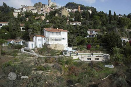 Houses with pools for sale in Roquebrune - Cap Martin. Project with permission to build a villa in Roquebrune-Cap-Martin overlooking the Principality of Monaco