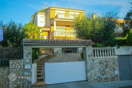 4 bedroom houses for sale in Costa Dorada. Villa – Cunit, Catalonia, Spain