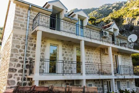 Houses for sale in Kotor. Historical villa with furniture and garden, in 5 minutes from the beach, in Lipci, Kotor, Montenegro