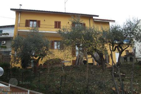 Houses for sale in Abruzzo. Gorgeous house in Loreto Aprutino, Italy