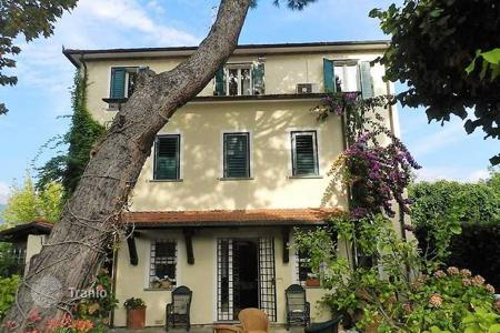Luxury 5 bedroom houses for sale in Lucca. Villa – Forte dei Marmi, Tuscany, Italy