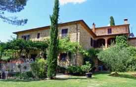 Property for sale in Arezzo. Prestigious country house for sale in Tuscany