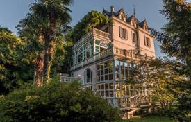 Luxury houses for sale in Luino. Villa – Luino, Lombardy, Italy