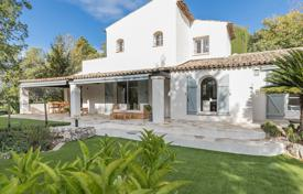 Residential for sale in Roquefort-les-Pins. Cannes backcountry — In a haven of greenery
