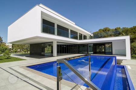 Luxury houses with pools for sale in Benidorm. Modern villa with a panoramic swimming pool, design garden and 2 terraces, Albir, Alicante, Spain