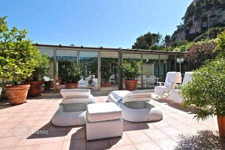 Luxury residential for sale in Cap d'Ail. Superb 4 room apartment with spacious terrace and sea view