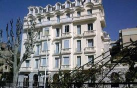2 bedroom apartments by the sea for sale in Nice. Two-bedroom apartment in the Golden Square of Nice