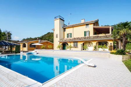 Residential for sale in Marche. A restored villa and guest cottagel near the sea for sale in Marche