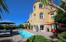 Coastal houses for sale in Côte d'Azur (French Riviera). Superb villa with swimming pool & sea view at 10 mn walking from the sea