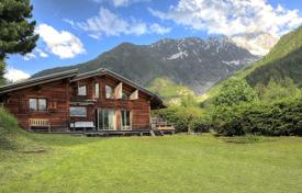 Luxury 4 bedroom houses for sale in Auvergne-Rhône-Alpes. Spacious chalet with a mezzanine and a terrace, overlooking the mountains, close to the center of the ski resort, Chamonix, France