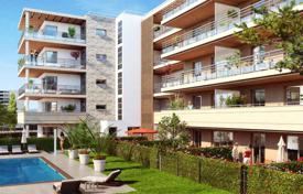 New apartments with different layouts in a comfortable residence close to the beaches and the center of Antibes, France for 470,000 €