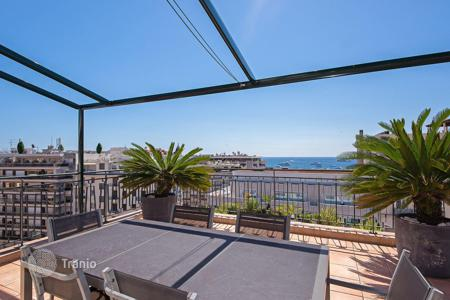 3 bedroom apartments by the sea for sale in Cannes. Cannes — Town center — Penthouse sea view