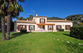 5 bedroom houses for sale in Nice. Beautiful Provencal Villa on a flat land facing the sea