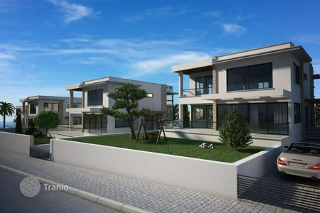 Houses with pools for sale in Kyrenia. Villa – Kyrenia, Cyprus