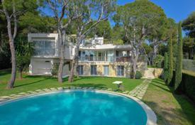 Houses with pools for sale in Saint-Jean-Cap-Ferrat. Saint-Jean Cap Ferrat — Luxurious contemporary property