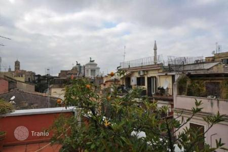 Luxury penthouses for sale in Lazio. Panoramic penthouse in the historical center of Rome