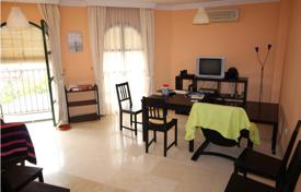 Cheap residential for sale in Fuengirola. Top Floor Apartment, area Costa del Sol, location Fuengirola, 4 bedrooms