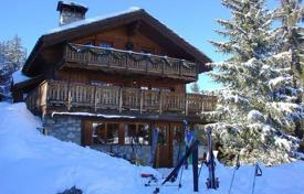 Property to rent in Saint-Bon-Tarentaise. A spacious chalet (Ski-in/ski-out) with 6 bedrooms, a living room with a fireplace, a balcony and a Turkish bath, Courchevel, France