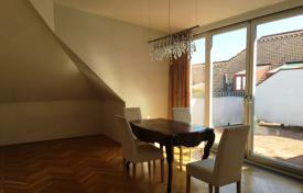 Luxury residential for sale in Vienna. Two-level apartment with a gallery and a terrace in Döbling, Vienna