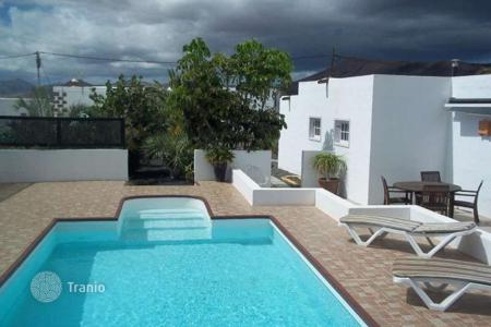2 bedroom villas and houses by the sea to rent in Spain. Villa – Canary Islands, Spain
