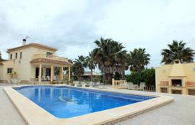 Property for sale in Catral. 4 bedroom villa with private pool, summer dining area, BBQ area and balconies in Catral