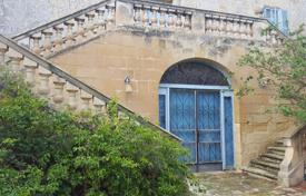 Historic palazzo with garden and swimming pool in Marsaxlokk. Price on request