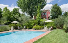 Property for sale in Montepulciano. Restored farmhouse with swimming pool for sale in Montepulciano