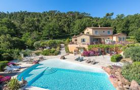 Houses for sale in Fréjus. Close to Cannes — In the heart of a private estate