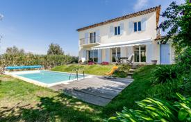 3 bedroom houses for sale in Cannes. Pivate Domaine — Villa With Swimming-Pool