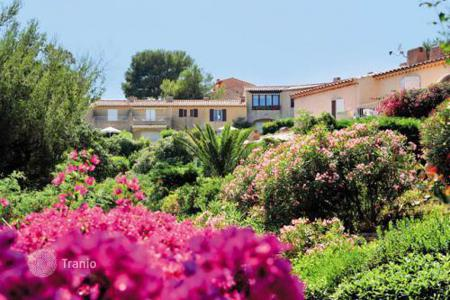 Property to rent in Cavalaire-sur-Mer. Apartment - Cavalaire-sur-Mer, Côte d'Azur (French Riviera), France