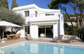 Luxury 3 bedroom houses for sale in Cannes. Beautiful villa with an open-air swimming pool, Cannes, France