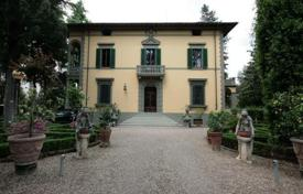 5 bedroom houses for sale in Tuscany. Villa – Florence, Tuscany, Italy